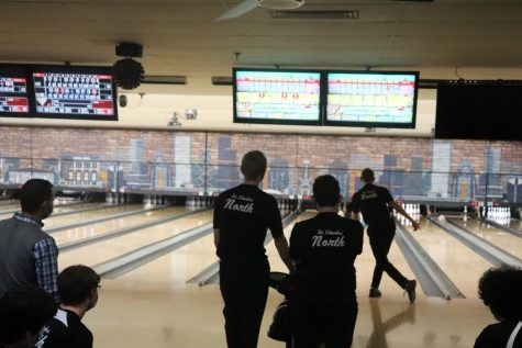 Coach Brett Wikierak and some JV bowlers watch as one of their fellow bowlers takes his turn.